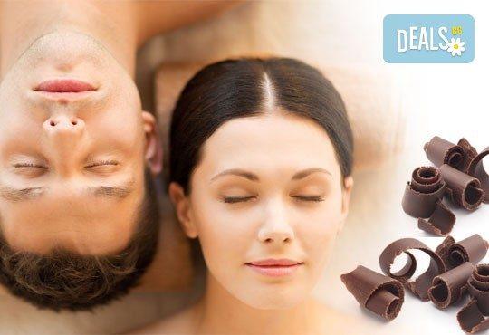 Романтика за Нея и за Него! Синхронна масажна терапия за двама с шоколад, пилинг и зонотерапия в луксозния Спа център Senses Massage & Recreation! - Снимка 1