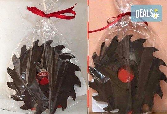Атрактивен и вкусен подарък за всеки повод! Разнообразни фигури, произведени от натурален шоколад и опаковани в красива дървена кутия! - Снимка 7