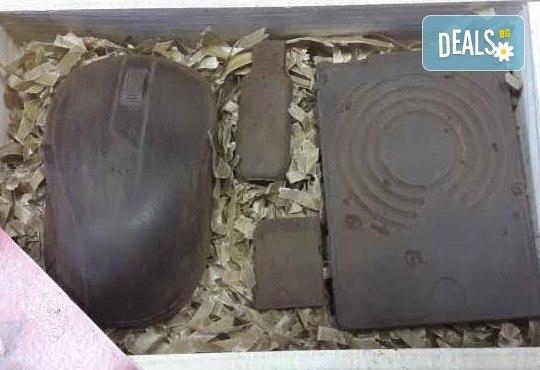 Атрактивен и вкусен подарък за всеки повод! Разнообразни фигури, произведени от натурален шоколад и опаковани в красива дървена кутия! - Снимка 4