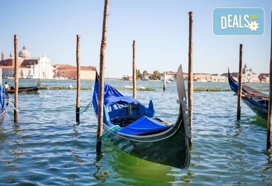 Самолетна екскурзия до Венеция в период по избор до април! 3 нощувки със закуски в хотел 2*, билет, летищни такси и трансфери! - Снимка 2