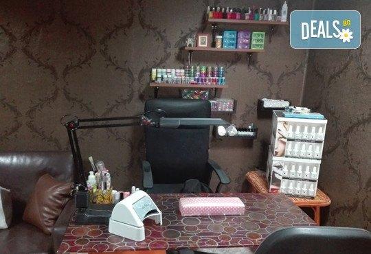 Ноктопластика чрез изграждане с гел, лакиране с гел лак и 4 декорации или 3D елементи за вграждане в Iguana Beauty Studio - Снимка 5