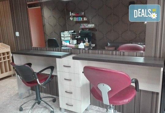 Ноктопластика чрез изграждане с гел, лакиране с гел лак и 4 декорации или 3D елементи за вграждане в Iguana Beauty Studio - Снимка 6