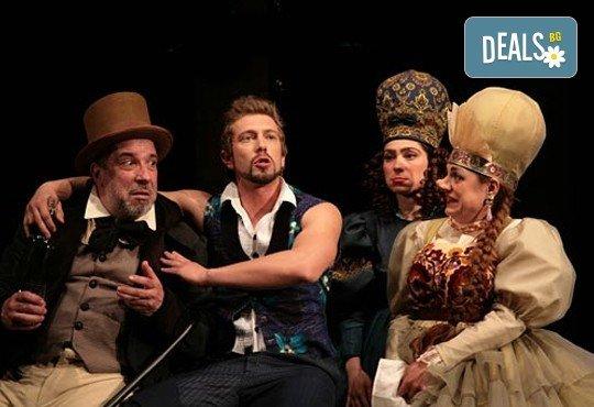 Гледайте Калин Врачански и Мария Сапунджиева в Ревизор в Театър ''София'' на 02.02. от 19 ч, билет за един - Снимка 1