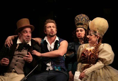 Гледайте Калин Врачански и Мария Сапунджиева в Ревизор в Театър ''София'' на 02.02. от 19 ч, билет за един - Снимка