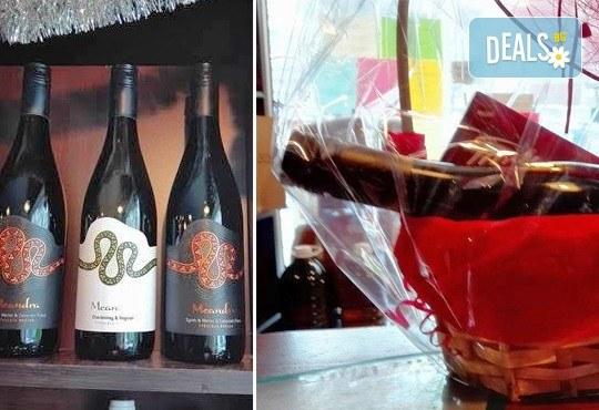 Подарете от сърце кошница с бутилка бутиково вино и бонбони For you с включена доставка от Винарната! - Снимка 2