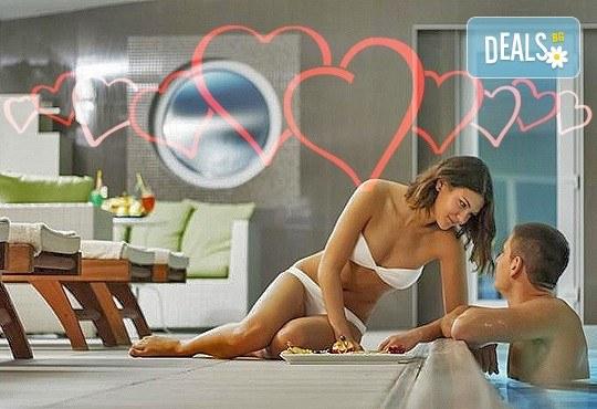 Уикенд почивка преди Свети Валентин във Върнячка баня, с Джуанна Травел! 1 нощувка със закуска, обяд и вечеря в СПА Хотел Solaris Resort 4* - Снимка 1