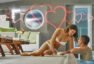 Уикенд почивка преди Свети Валентин във Върнячка баня, с Джуанна Травел! 1 нощувка със закуска, обяд и вечеря в СПА Хотел Solaris Resort 4* - Снимка