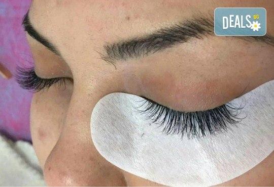 Удължаване и сгъстяване на мигли по метода косъм по косъм или по метода 3D Volume Lashes, Студио за красота Briliant в Студентски град! - Снимка 2