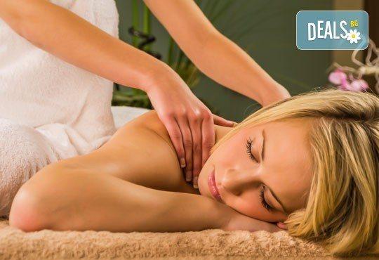 40-минутен лечебен масаж на гръб с магнезиево олио в комбинация с класически и дълбокотъканни техники от професионален кинезитерапевт - Снимка 1