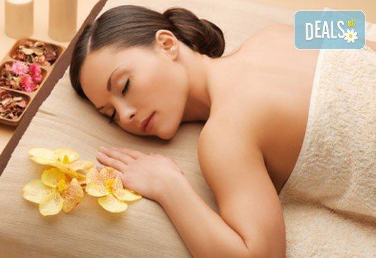 1 или 3 процедури 80-минутен масаж по избор: класически, релаксиращ или тонизиращ, с похвати от ломи-ломи и хавайски масаж и бонус по избор с продукти Glory - Снимка 2