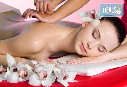 1 или 3 процедури 80-минутен масаж по избор: класически, релаксиращ или тонизиращ, с похвати от ломи-ломи и хавайски масаж и бонус по избор с продукти Glory - Снимка 4