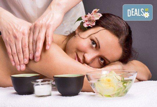 1 или 3 процедури 80-минутен масаж по избор: класически, релаксиращ или тонизиращ, с похвати от ломи-ломи и хавайски масаж и бонус по избор с продукти Glory - Снимка 1