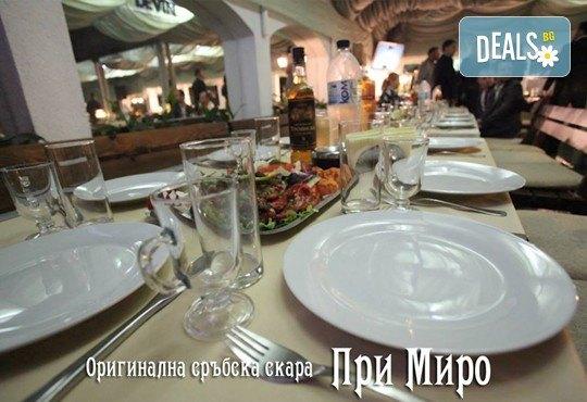 Комбинирано плато за компания свинска вешалица, сръбска наденица, ущипци от кайма, кебапчета и салати от ресторант При Миро - Снимка 4