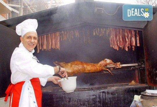 Опитайте традиционна сръбска кухня! Салата и основно ястие по избор от сръбски ресторант При Миро - Снимка 2