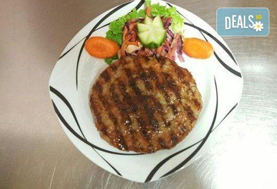 Опитайте традиционна сръбска кухня! Салата и основно ястие по избор от сръбски ресторант При Миро - Снимка 3