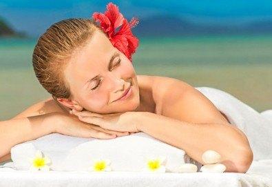 Релаксирайте с 70-минутен хавайски масаж на цяло тяло от салон за красота Sassy! - Снимка