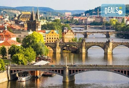 Уикенд почивка през март в Златна Прага! 2 нощувки със закуски, самолетен билет, летищни такси и трансфери, обиколка на Прага! - Снимка 1