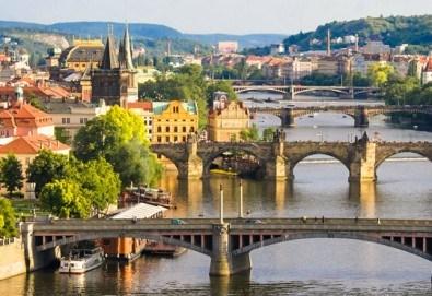 Уикенд почивка през март в Златна Прага! 2 нощувки със закуски, самолетен билет, летищни такси и трансфери, обиколка на Прага! - Снимка