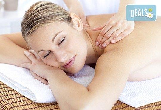 85-минутна антистрес терапия - релаксиращ масаж на цяло тяло и бонус по избор - точков масаж на стъпала, масаж на лице или детоксикация с мед на гръб - Снимка 1