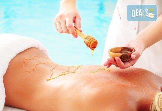 85-минутна антистрес терапия - релаксиращ масаж на цяло тяло и бонус по избор - точков масаж на стъпала, масаж на лице или детоксикация с мед на гръб - Снимка 4