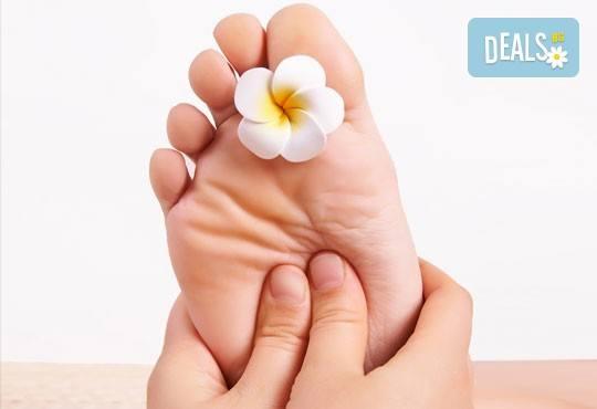 85-минутна антистрес терапия - релаксиращ масаж на цяло тяло и бонус по избор - точков масаж на стъпала, масаж на лице или детоксикация с мед на гръб - Снимка 2