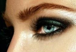 Сдобийте се с омагьосващ поглед! Поставяне на копринени мигли косъм по косъм от Ivy's Studio! - Снимка