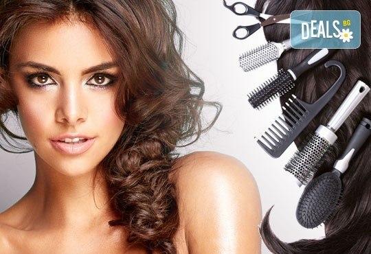Разкрасете косата си! Масажно измиване, терапия според типа коса, оформяне със сешоар и плитка в Studio V! - Снимка 1