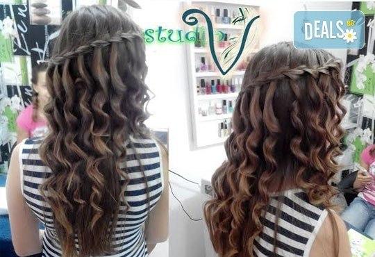 Боядисване с боя на клиента, терапия за коса и оформяне със сешоар с обем в корена и плитка в Studio V! - Снимка 5