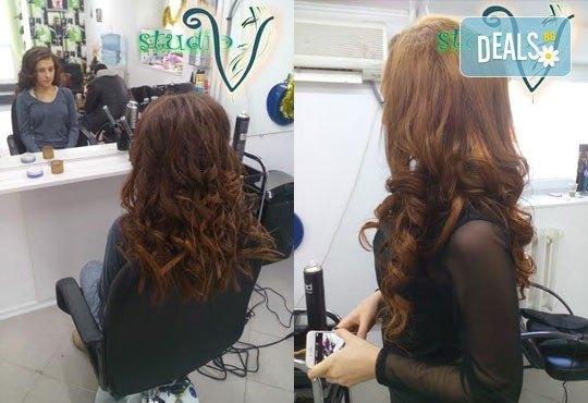 Боядисване с боя на клиента, терапия за коса и оформяне със сешоар с обем в корена и плитка в Studio V! - Снимка 7