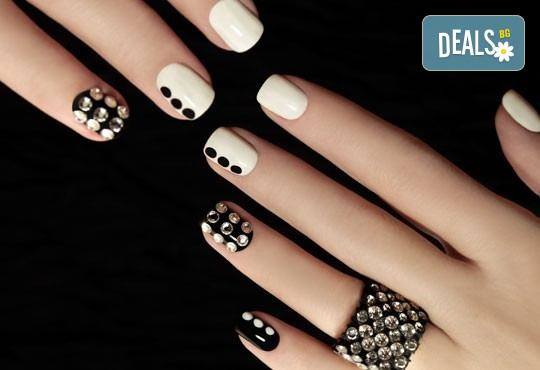Бъдете зашеметяваща с маникюр с гел лак с неограничен брой декорации в студио за красота Jessica - Снимка 2