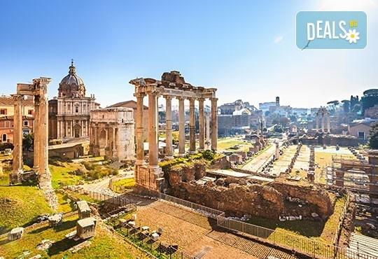 Майски праници в Италия, разгледайте Рим: 3 нощувки със закуски, самолетен билет, летищни такси и трансфери, панорамна обиколка на Рим! - Снимка 1