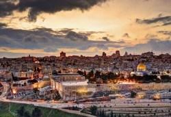 Майски празници в Израел! 5 нощувки със закуски и вечери, двупосочен билет, летищни такси и екскурзовод - Снимка