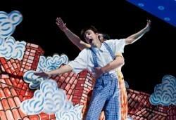 Гледайте с децата! Карлсон, който живее на покрива в Младежки театър, Голяма сцена на 05.02. от 11 ч. - Снимка