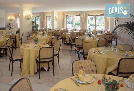 Ранни записвания за море на остров Корфу! 4 нощувки със закуски и вечери в Hotel Albatros 3*, транспорт и водач от агенцията! - Снимка 7