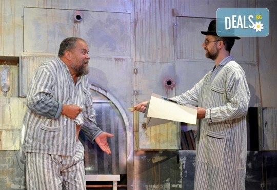 На 4-ти февруари (събота) гледайте комедията Болница накрай света на сръбския режисьор Дино Мустафич в МГТ Зад канала! - Снимка 5