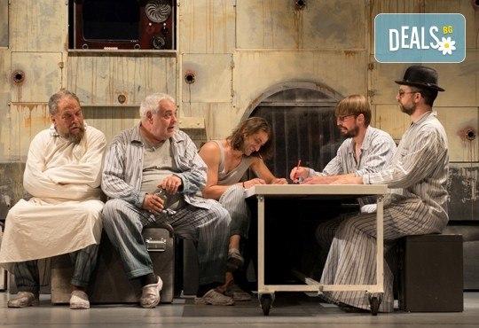 На 4-ти февруари (събота) гледайте комедията Болница накрай света на сръбския режисьор Дино Мустафич в МГТ Зад канала! - Снимка 7