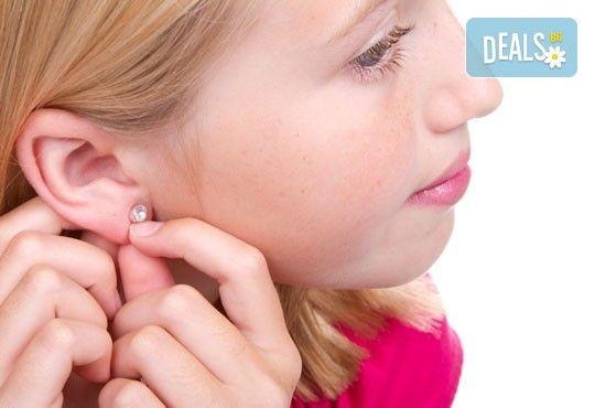 Пробиване на уши и поставяне на обеци от медицинска стомана - бързо, лесно и нежно от студио Фантастико! - Снимка 2