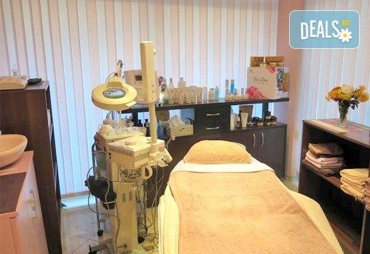 Комбинирано почистване на лице и терапия против мазна и проблемна кожа с лечебна козметика от Luxury wellness & Spa! - Снимка 7