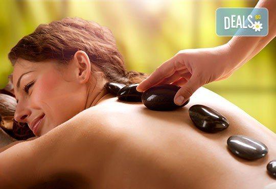 Отпуснете мускулите и стоплете тялото си в студените дни с релаксиращ масаж на гръб с вулканични камъни в Gx Studio! - Снимка 1
