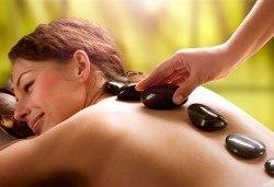 Релаксиращ масаж на гръб с вулканични камъни в Gx Studio