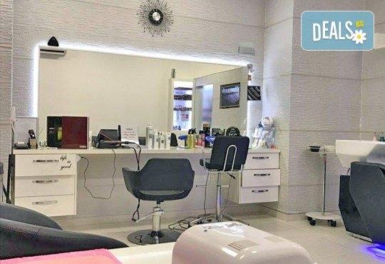 Подстригване с гореща ножица, дълбока кератинова терапия и изправяне чрез преса с пара на LOREAL Steampod в MAKRATI Hair and Beauty - Снимка 5