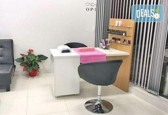 За красиви и безупречни ръце! Вземете дълготраен маникюр с гел лак ELORA, сваляне на стар гел лак и две декорации от MAKRATI Hair and Beauty! - Снимка 7