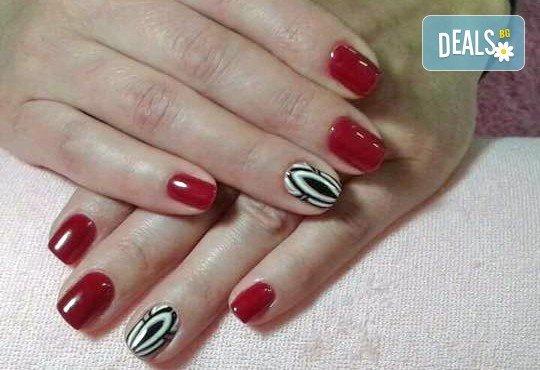 За красиви и безупречни ръце! Вземете дълготраен маникюр с гел лак ELORA, сваляне на стар гел лак и две декорации от MAKRATI Hair and Beauty! - Снимка 3