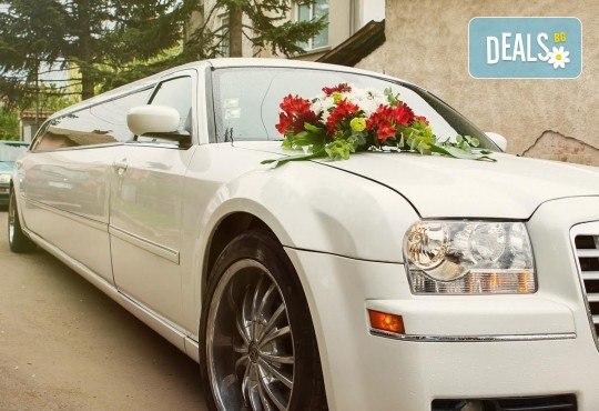Лукс и класа! 10-часов наем на 10-местна лимузина Крайслер за Вашата сватба, специален ден или фотосесия от San Diego Limousines! - Снимка 1