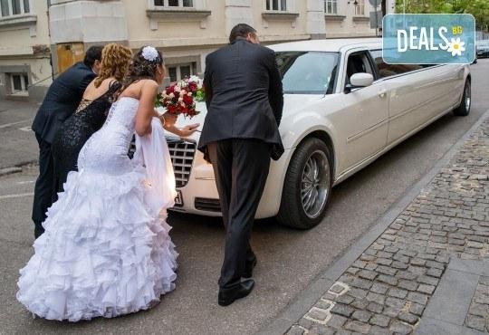 Лукс и класа! 10-часов наем на 10-местна лимузина Крайслер за Вашата сватба, специален ден или фотосесия от San Diego Limousines! - Снимка 5
