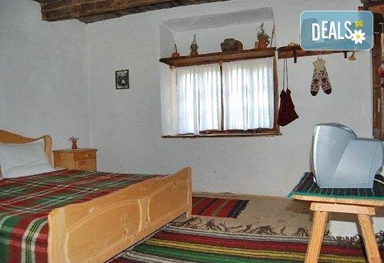 Почивка през зимата край Гоце Делчев! 2 или 3 нощувки за двама в двойна стая от Комплекс Еко къщи Лещен, с. Лещен! - Снимка 2