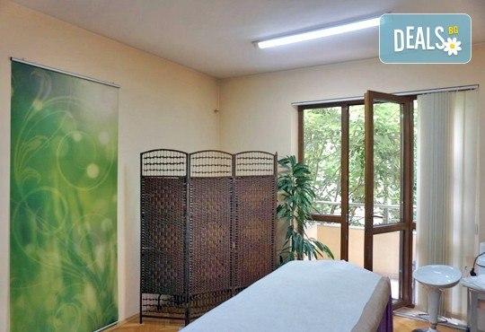 Освежена кожа! Диамантено дермабразио и безиглена мезотерапия на лице, плюс радиочестотен лифтинг на околоочен контур, център Bell Sante - Снимка 4