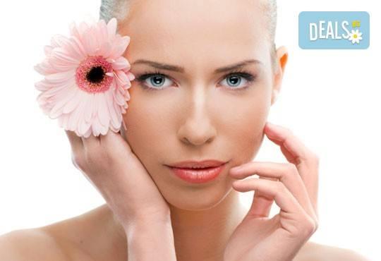 Освежена кожа! Диамантено дермабразио и безиглена мезотерапия на лице, плюс радиочестотен лифтинг на околоочен контур, център Bell Sante - Снимка 2
