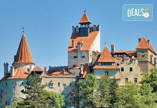 От март до май еднодневна екскурзия до Букурещ и Синая с посещение на замъците Пелеш, Пелишир и замъка на Дракула в Бран, с транспортот Русе! - Снимка 1