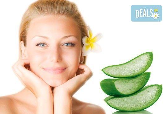 Спа подарък Вашите любими жени! Синхронен релакс масаж за 2 или 3 дами и подарък масаж на лице в Senses Massage & Recreation! - Снимка 2